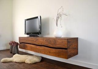 Productlijn van massief houten, handgemaakte wandmeubels met klep, deur of laden.Gemaakt van de natuurlijk gewelfde planken en panelen van Boleform met de unieke live egde.