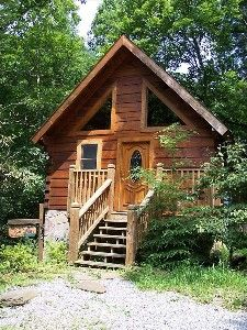 VRBO.com #349481 - Cozy Romantic Log Cabin, Jacuzzi & Very Private Deck W/Hot Tub