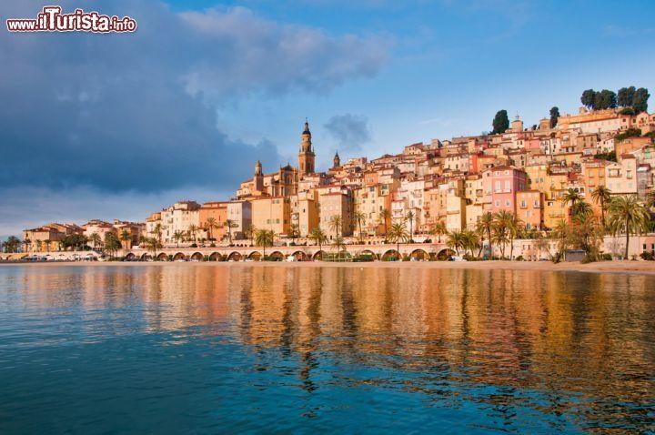 Menton /  Martin M303 / Shutterstock.com Tutte le foto: http://www.ilturista.info/ugc/foto_viaggi_vacanze/menton/costa_azzurra/ - #immagini #viaggi #viaggiare