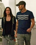 Megan Fox baby bump ?? can't really tell lolol . SHe sure looks diffferent in this pic though