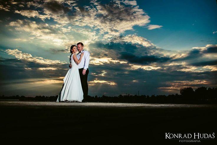 Zachody Słońca można świetnie wykorzystać na sesjach  :) #sesjaposlubna #plener #zachodslonca
