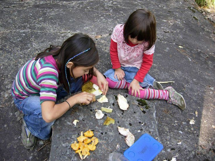 28. Sara and Nami. Nami teaches little sister Sara to clean mushrooms in the autumn forests of Oslo. Photo: Frode Svane.