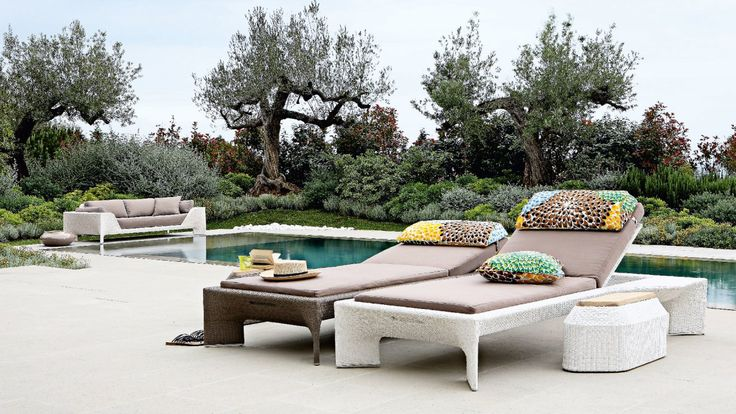 Bel air lounge chair designed for roche bobois outdoor for Chaise longue roche bobois