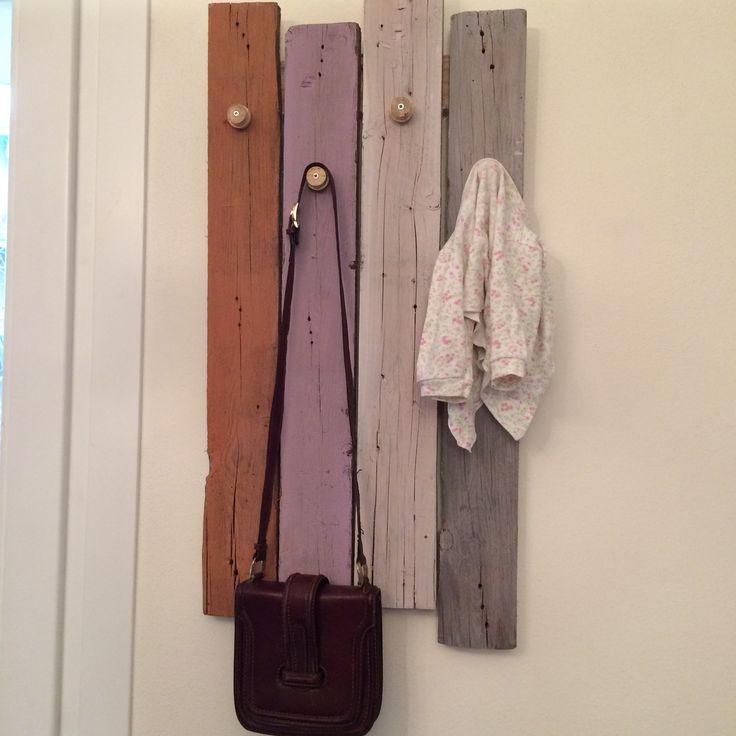 appendiabiti in legno vecchio!  Antonella.lilla