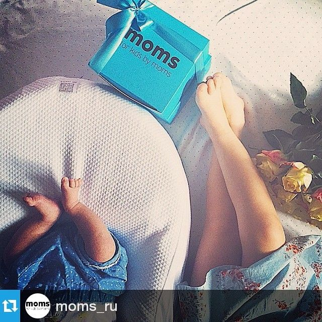 #Repost @moms_ru ・・・ Кстати, вы помните, что все заказы доставляются в фирменной подарочной упаковке?  За наши чудесные коробочки, бирки и наклейки спасибо @apollo7paks  #apollo7 #apollo7paks #москва #фото #стиль #fashion  #подарок #цвет #мода #мимими #красиво #мило #улыбка #друзья #работа #момент #бумажныйпакет #фирменныйпакет #упаковка #распродажа #акция #sale #коробка #упаковка #коробканазаказ #наклейки #бирки #типография