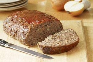 Un bon pain de viande maison, il n'y a que ça de vrai! Et il n'y a pas plus traditionnel que le nôtre– facile à faire et agrémenté d'un peu de sauce barbecue.