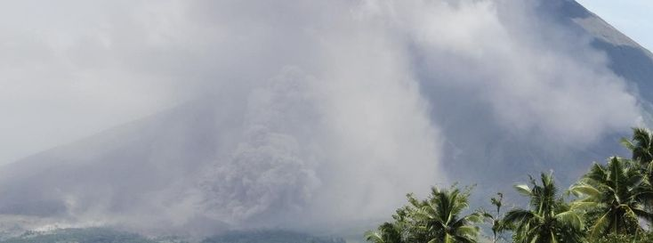 Significant ashfall around Mayon volcano after energetic lava effusion and pyroclastic flows