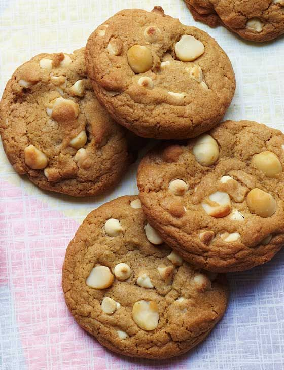 Macadamia nut cookies, White chocolate and Baking biscuits on ...