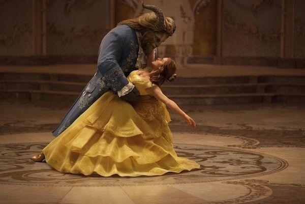 A atriz Emma Watson em cena de 'A Bela e a Fera' (Foto: Reprodução)