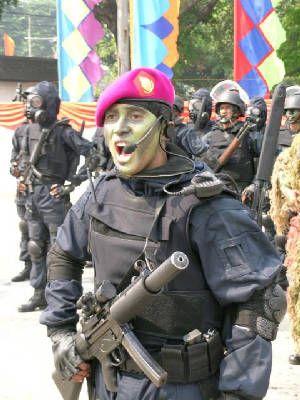 Menelusuri sejarah Detasemen Jala Mangkara (Denjaka), bermula pada 4 Nopember 1982, ketika KSAL membentuk organisasi tugas dengan nama Pasukan Khusus AL (Pasusla). Keberadaan Pasusla didesak oleh kebutuhan akan adanya pasukan khusus TNI AL guna menanggulangi segala bentuk ancaman aspek laut. Seperti terorisme, sabotase, dan ancaman lainnya.    Pada tahap pertama, direkrut 70 personel dari Intai Amfibi (Taifib) dan Pasukan Katak (Paska). Komando dan pengendalian pembinaan di bawah Panglima…