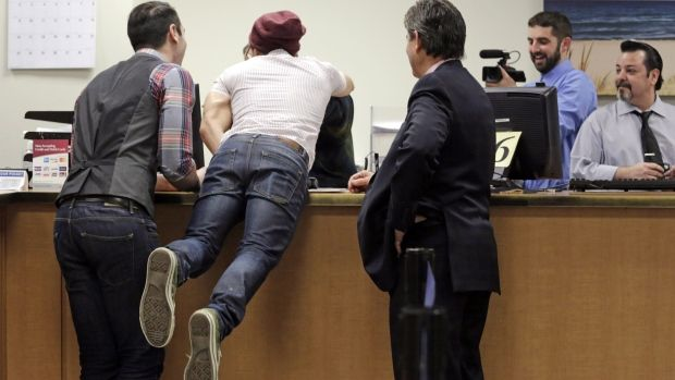 Illinois gay couples can get marriage licences today