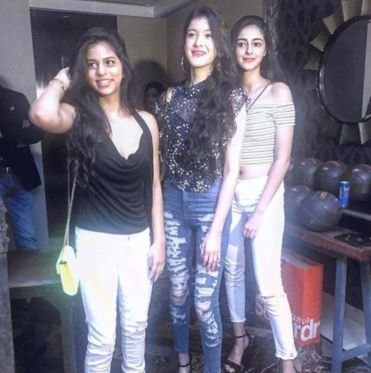 Chunky Pandey's daughter Ananya Pandey and Sanjay Kapoor's daughter Shanaya Kapoor were also seen po... - Provided by Indian Express Slideshows