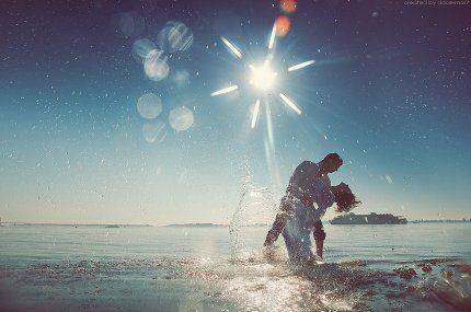 Любовь - это награда, любить - значит видеть чудо, невидимое для других. Это одиночество двоих в огромном мире.