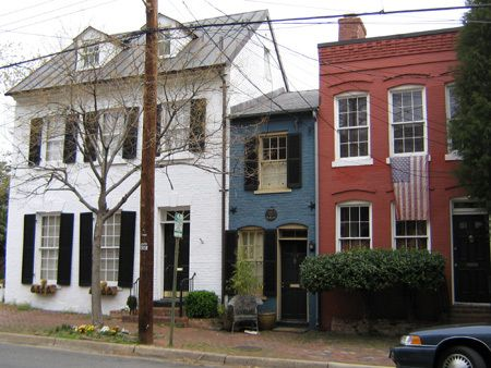 I love it! I want it! So cool.  (The Spite House, in Alexandria Va - 325 sq ft & built in 1830)