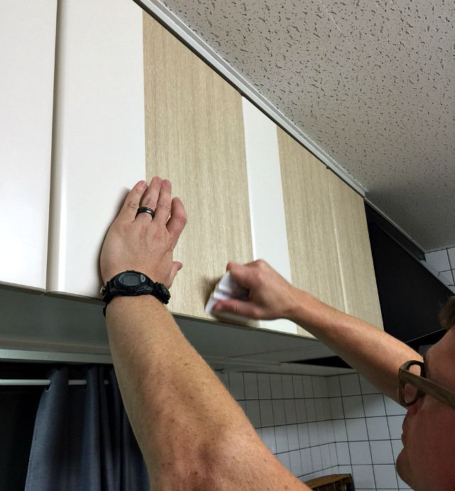 Kitchen Cabinet Makeover- Don't spend a fortune making over ugly rental kitchen cabinets. Use contact paper that can easily be removed for a chic redo!
