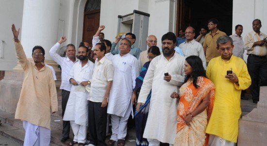 Congress lawmakers in Bengal give affidavits of loyalty - https://www.wefornews.com/index.php/2016/05/24/congress-lawmakers-in-bengal-give-affidavits-of-loyalty/
