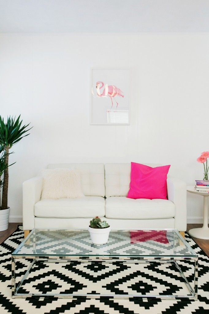 White sofa with a pop of hot pink = Love!