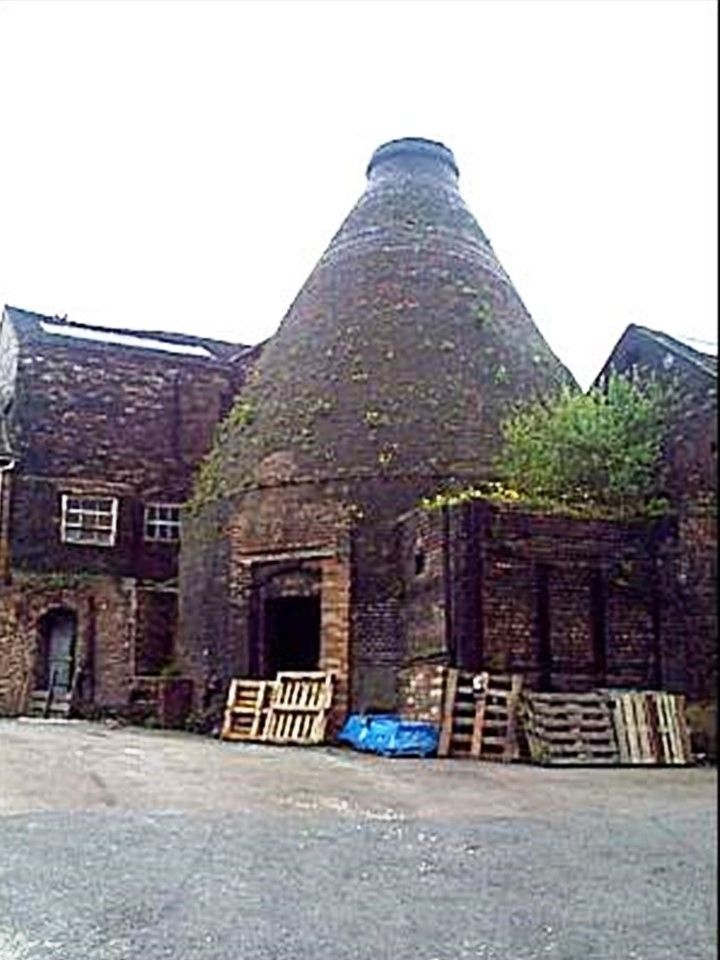 1906 bottle kiln at the Falcon Pottery of J H Weatherby, Old Town Road, Hanley.