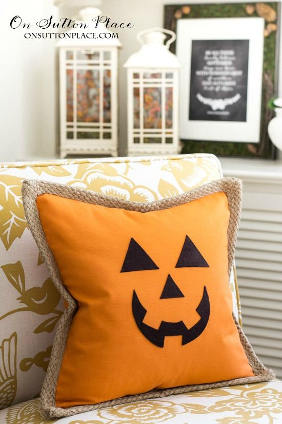 Make this Jack O' Lantern Pumpkin Pillow Cover in just a few minutes! Easy and completely no sew. Free template for face included.