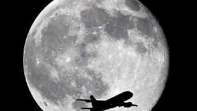 Blíží se superúplněk. Měsíc se přiblíží Zemi nejblíže od roku 1948