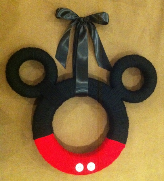 Mickey Mouse Ears Yarn Wreath. Reminds me of Tay Holmes and her babies!