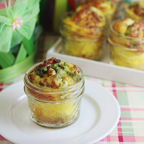 Spargel- und Schinken-Frittatas im Glas | 19 leckere Mahlzeiten mit viel Protein, die Du super vorbereiten kannst