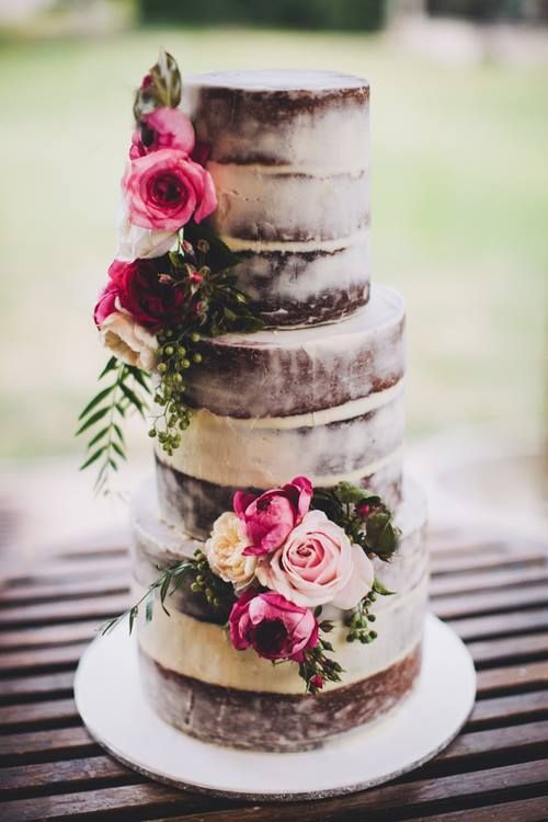 Love the soft rustic look to this cake- would do with contrasting flower closers, succulents or leaves. Wedding Cake: Sweet Bakes
