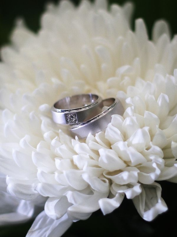 Beautiful white gold wedding ring by Nagma Jewels