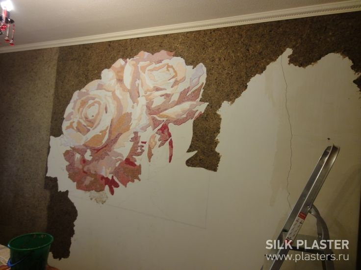 """У изголовья кровати я сделала панно с изображением нескольких роз. Для изготовления панно я не использовала ни одного колера. Каждый отдельный цвет наносила ежедневно по очереди, т.к. ждала пока высохнет смежный. Когда панно почти было готово, нужно было подобрать фон стен, и тут опять не обошлось без смешивания цвета. Скажу честно, работать с шёлковой штукатуркой SILK PLASTER"""" одно удовольствие. http://www.plasters.ru/info/articles/2015/khamidullina_tatyana/"""