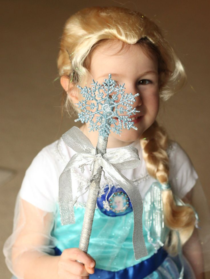 Make your own FROZEN snowflake wand! #FrozenFun #shop #cbias