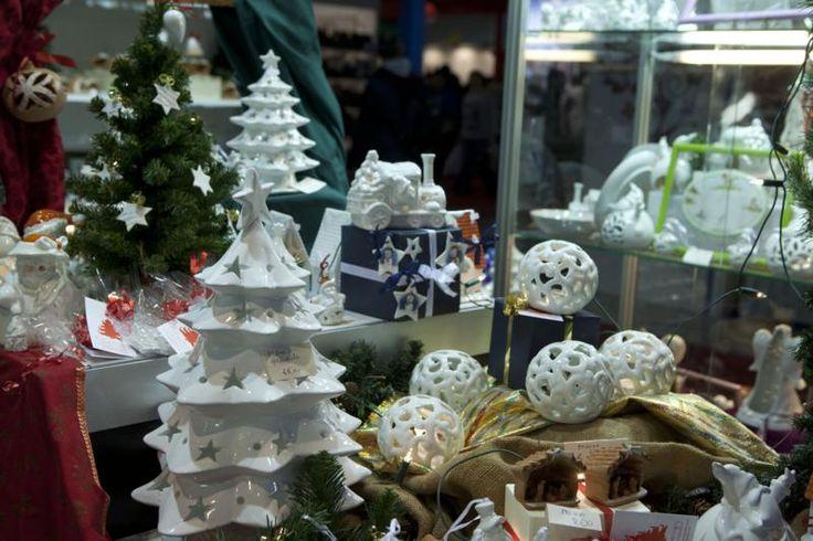 l'originale albero di Natale con le ceramiche di Mileto.