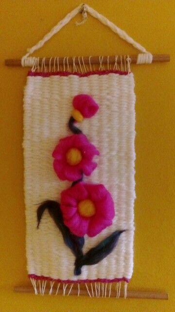 Telar con flores de vellón