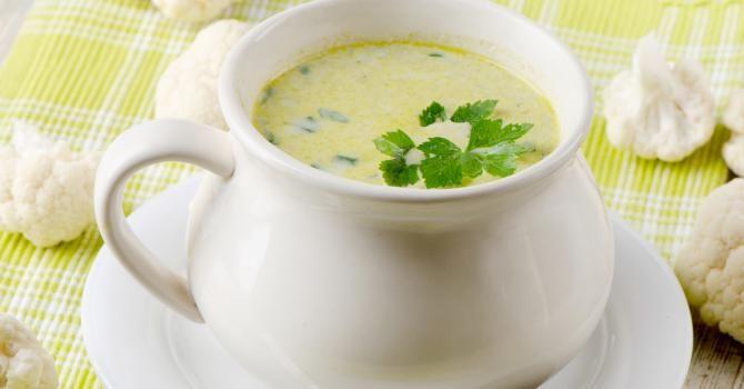 Recette de Soupe au chou, céleri et carottes au persil. Facile et rapide à réaliser, goûteuse et diététique. Ingrédients, préparation et recettes associées.