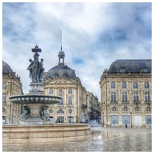 Place de la Bourse Bordeaux To learn more about #Bordeaux, click here: http://www.greatwinecapitals.com/capitals/bordeaux