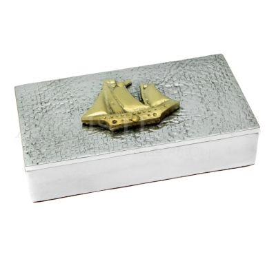 Μεταλλικό Κουτί Με Διακοσμητικό Καράβι. Αποκτήστε το online πατώντας στον παρακάτω σύνδεσμο http://www.artistegifts.com/metalliko-kouti-diakosmtiko-karavi.html