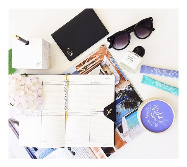 Getting organised with Vida Glow and @jotitdownco ⭐️ #Organised #JotitDown #Diary #Goals #Hustle #Work #GettingitDone #Pretty #FlatLay #Blooms #Blueberry #Original #VidaGlow #MarineCollagen