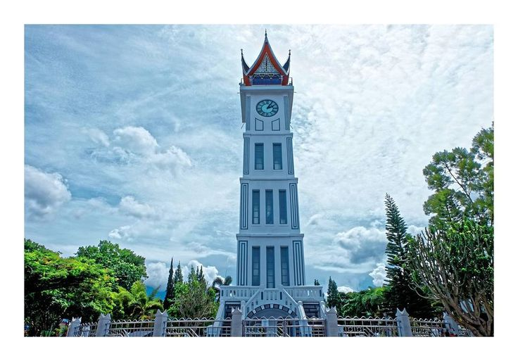 Jam gadang #padang . . . .  ____________________ #myart #photo #photography #life #travelling #photographer #instatravel #me #art #love #fujifilm #fujifilm_id #sand #roadtrip #quote #destination #adventure #ogearthemus #me #nature #vacation #TravelLife #luxurylife #luxury #island #waterfall  #indonesia #igtravel #travelphotography