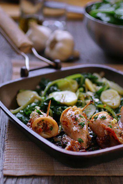 Μεγάλη Δευτέρα ετοιμάζουμε: Γεμιστά καλαμάρια με χόρτα και σάλτσα ταραμά