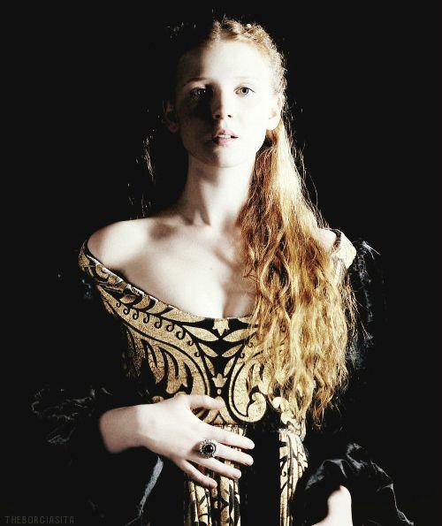 Sophie Lemoine. (Segundo nacimiento de Allison) Francesa y vampira. Fue la esposa de David Colbert durante 180 años  (1430-1610)