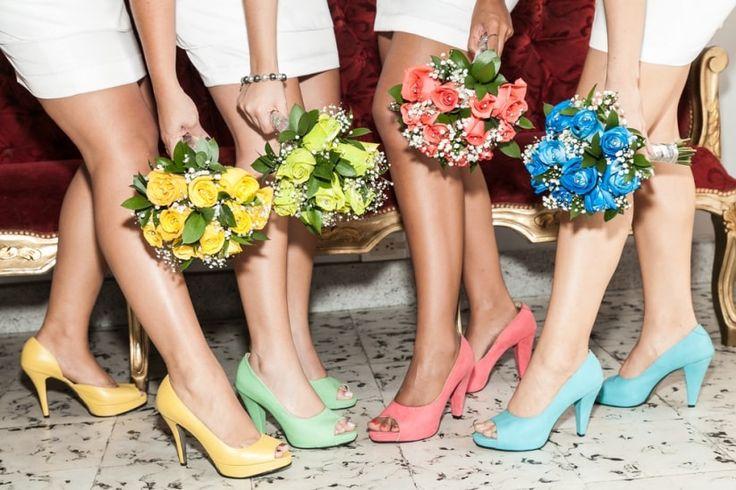 Damas de honor, ¿mismo color o distinto?  #damasdehonor #amigas #familia #novia #felicidad #sonrisas #boda #matrimonio #bridemaids #friends #family #bride #happiness #wedding #Smile