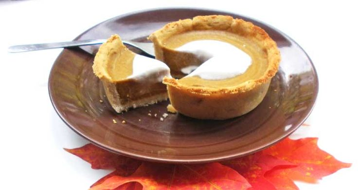 What is it with October that means there's an innate need to PUMPKIN ALL THE THINGS! Which means of course, a mini pumpkin pie recipe!