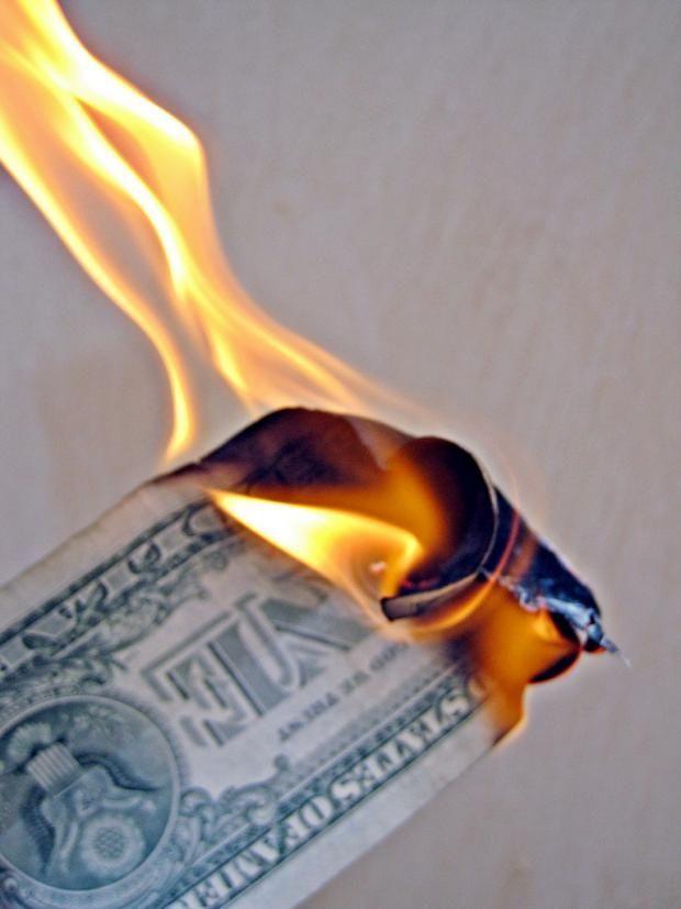 7 expériences scientifiques vraiment géniales et amusantes, à faire faire à vos enfants ! Ici brûler un billet de banque.
