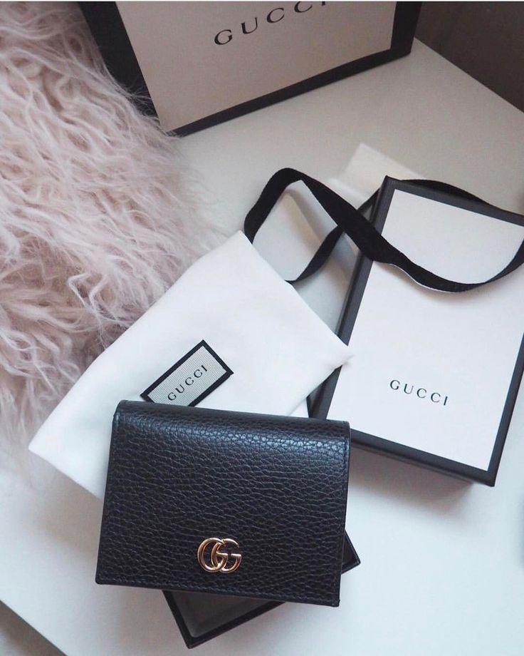 Black Gucci 'Marmont' wallet  |  pinterest: @Blancazh