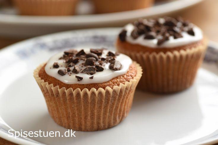 Svampede, bløde og lækre muffins medsyrlig citronglasur og mørk chokolade på toppen :-) Masser af mandelsmag fra mandelmælk, pulpen fra fremstilling af mandelmælk og skøn marcipan fra Summerbird :…