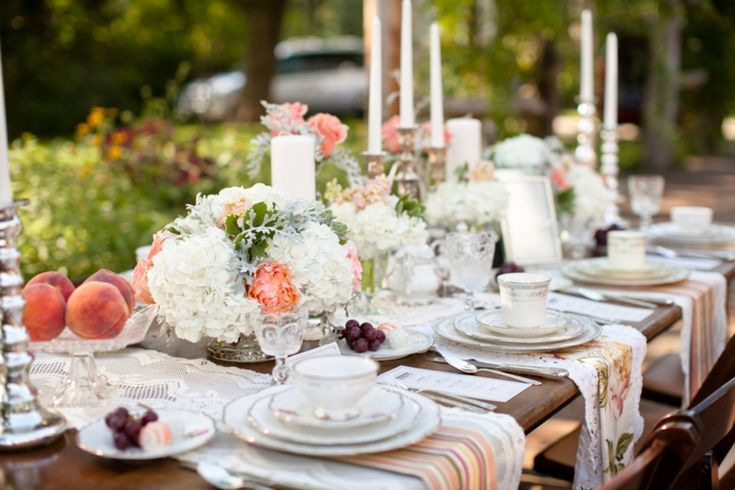 THAT is a beautiful tablescape.