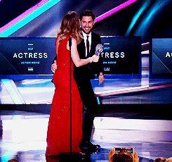 #RELATIONSHIPGOALS.   John Krasinski Runs From Backstage To Hug Emily Blunt After She Wins An Award