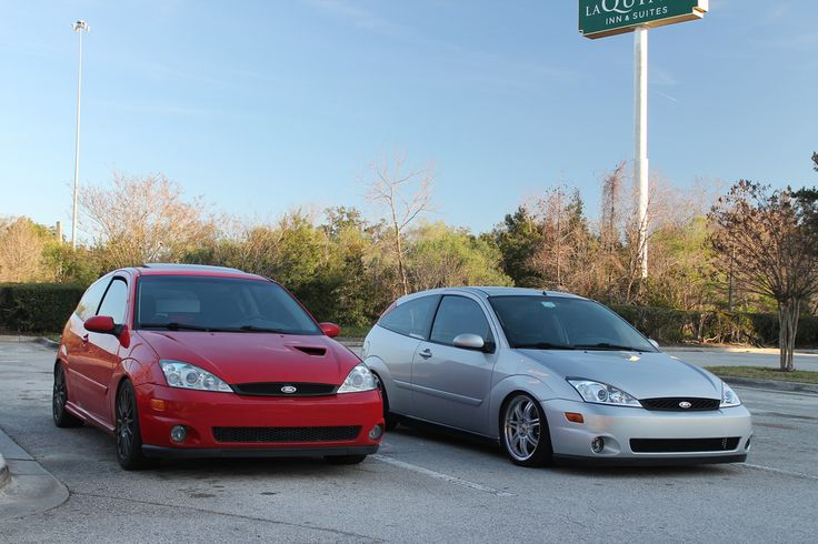 Two Fords - Focus Mk1 Red and Silver, Xenon, Hella Celis