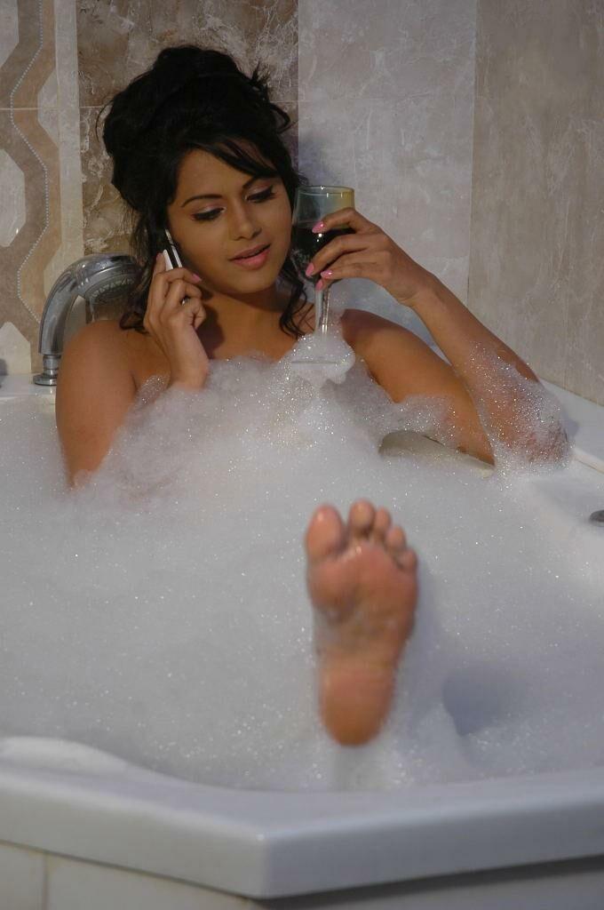 f354731bc8dc1d2e15171c05af02e323  bubble baths bathing beauties