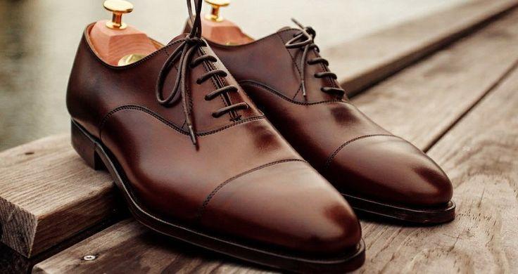 Les richelieu marron sont un bon compromis pour une paire formelle qu'on peut éventuellement porter dans un contexte plus décontracté, avec un jean brut ou un pantalon en flanelle. Par Crockett and Jones. - JAMAIS VULGAIRE, blog mode homme, magazine et relooking online
