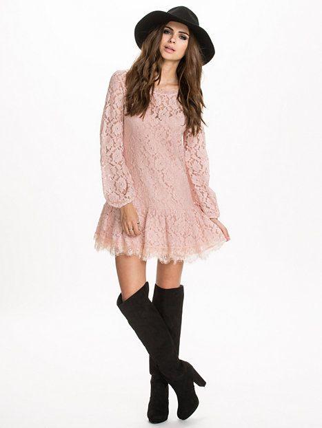 Lace Tassel Dress - Nly Trend - Roze - Feestjurken - Kleding - Vrouw - Nelly.com